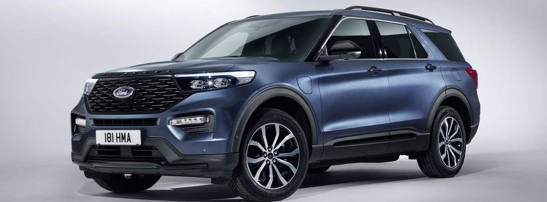 parte frontal y lateral del Ford Explorer PHEV