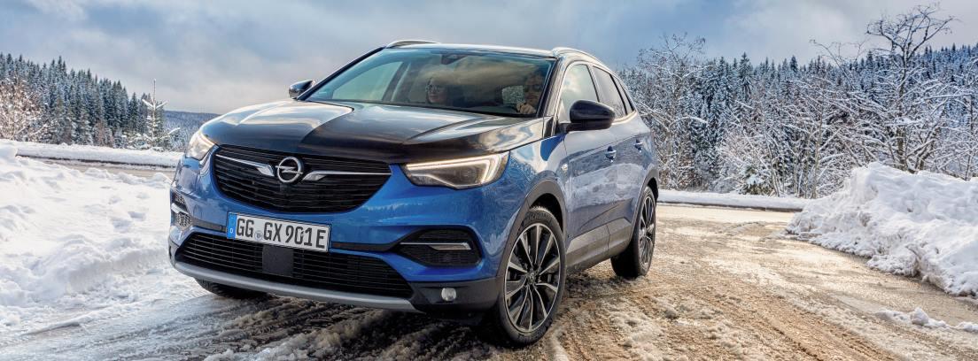 Opel Grandland X Hybrid4 en nieve