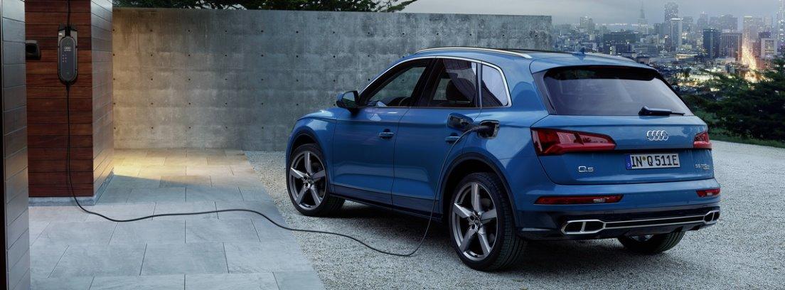 Audi Q5 55 híbrido en proceso de carga