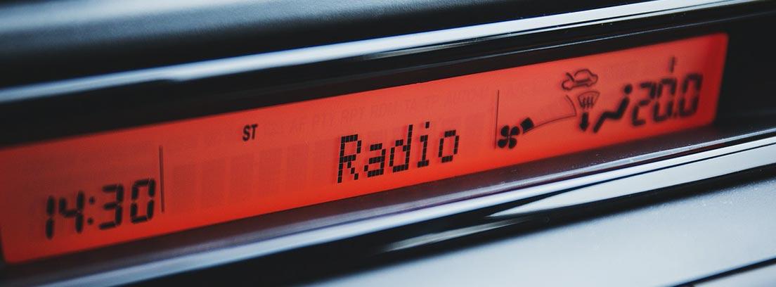Radio de coche encendida