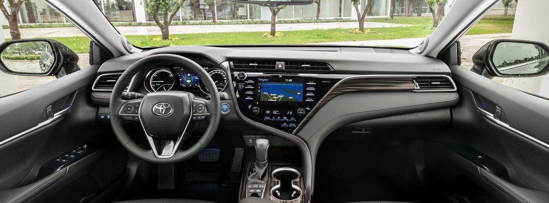 Interior del Toyota Camry Hybrid