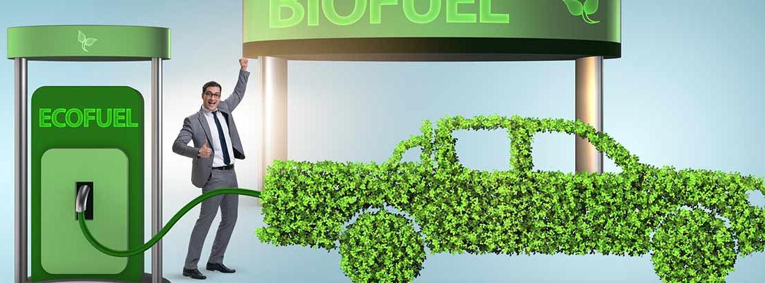 Hombre repostando un coche fabricado con hojas en una estación de biofuel