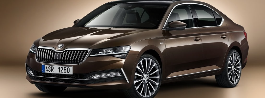Skoda Superb en color chocolate