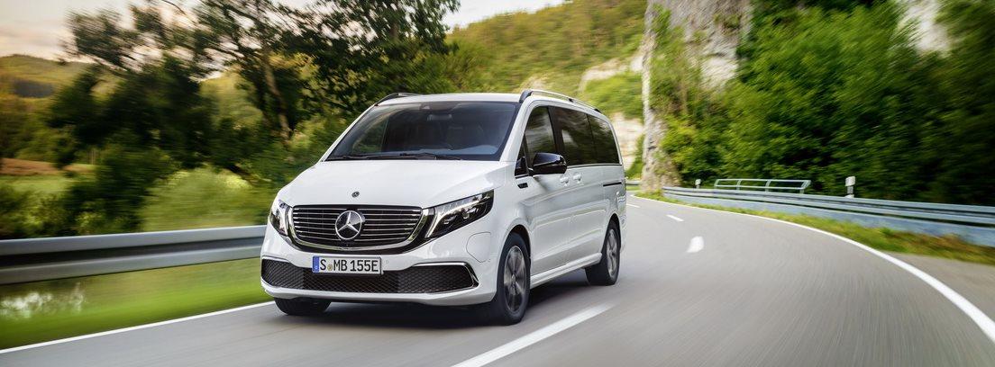Mercedes EQV 2020 en carretera