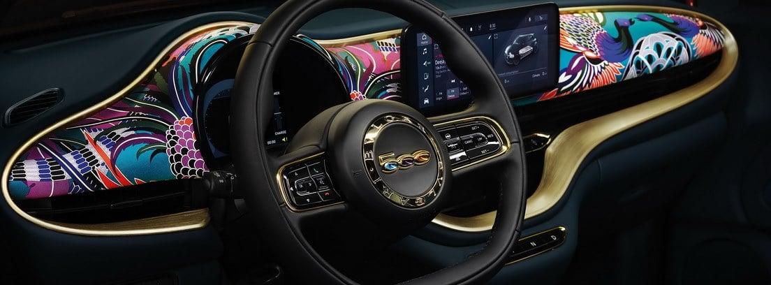 zona interna del coche con decoración premium del Fiat 500