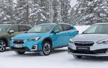 3 coches Subarus