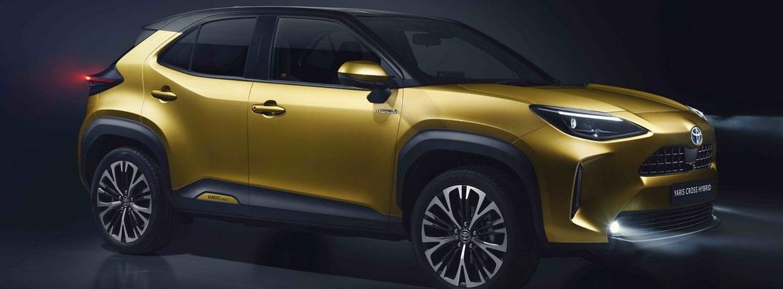 Toyota Yaris Cross en color dorado