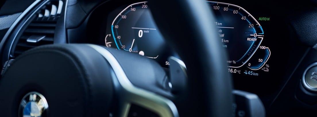 Zona del volante del salpicadero del BMW X3 xDrive30e