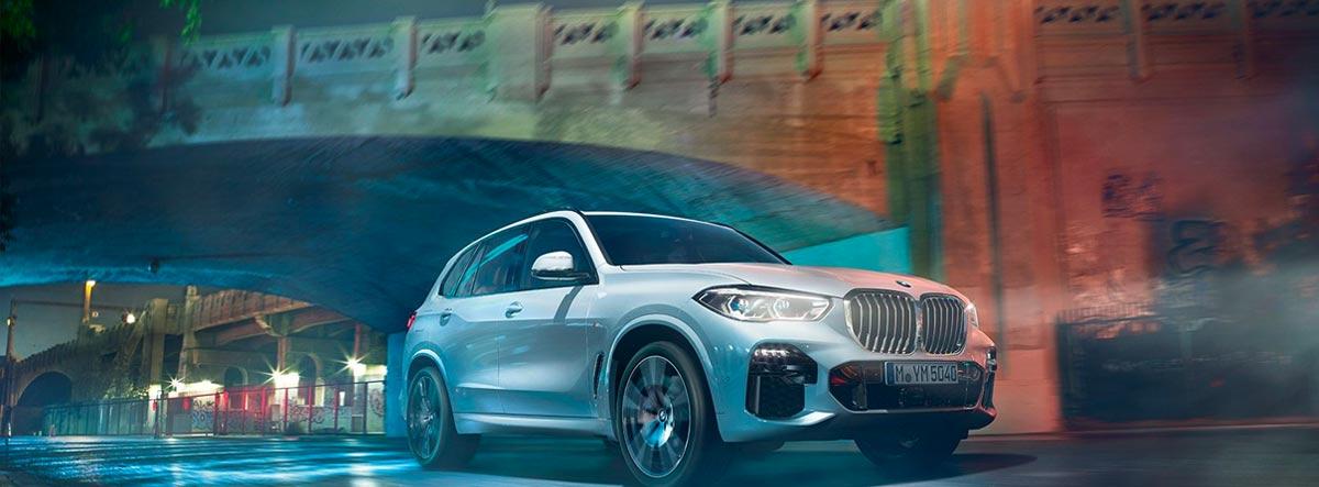 BMW X5 en la ciudad