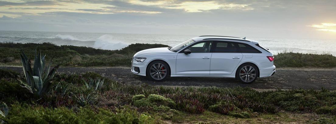 Audi A6 TFSIE en carretera de costa