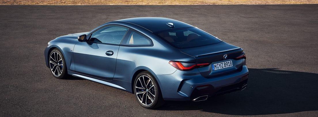 BMW Serie 4 Coupé parado sobre el asfalto