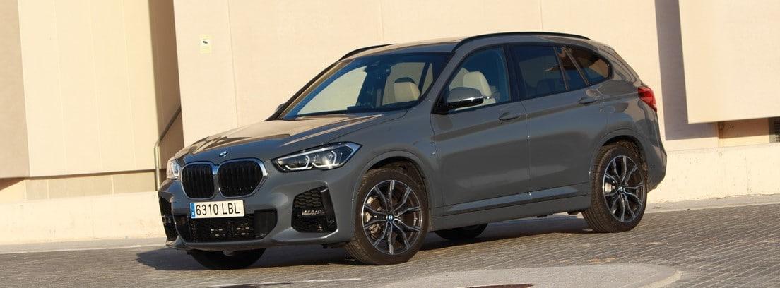 BMW X1 SDrive18i M Sport estacionado
