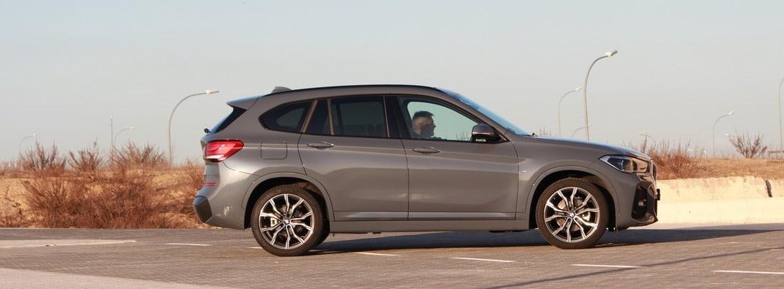 vista lateral del BMW X1 SDrive18i M Sport durante su conducción