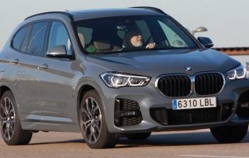BMW X1 SDrive18i M Sport circulando por una carretera