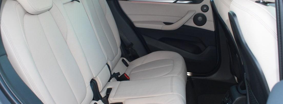 vista parcial de los asientos de pasajeros del BMW X1 SDrive18i M Sport