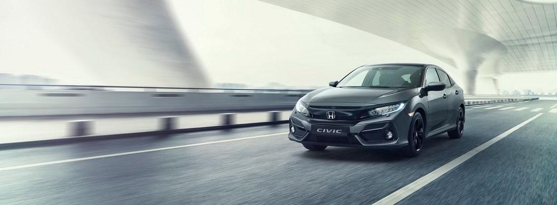 Honda Civic en carretera
