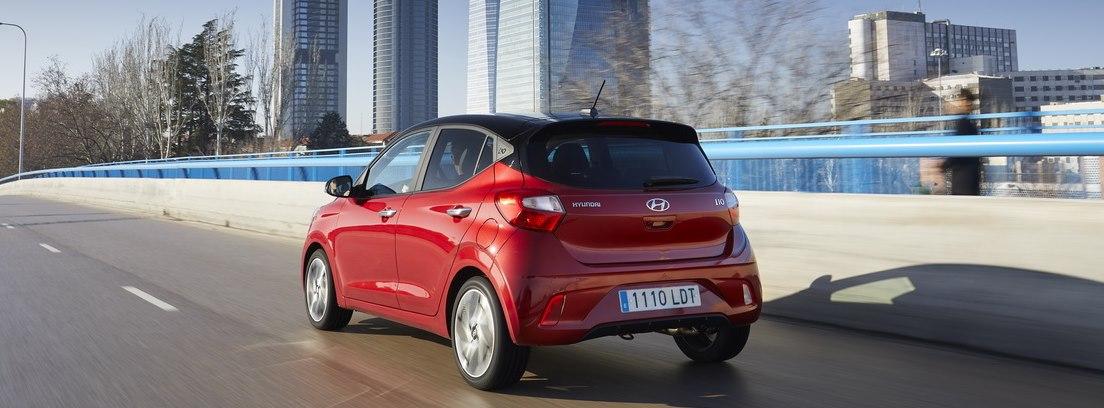 parte trasera de Hyundai i10 rojo
