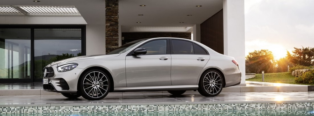 Mercedes Clase E gris lateral