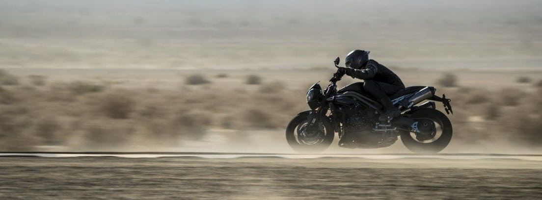 Triumph Speed Triple RS circulando
