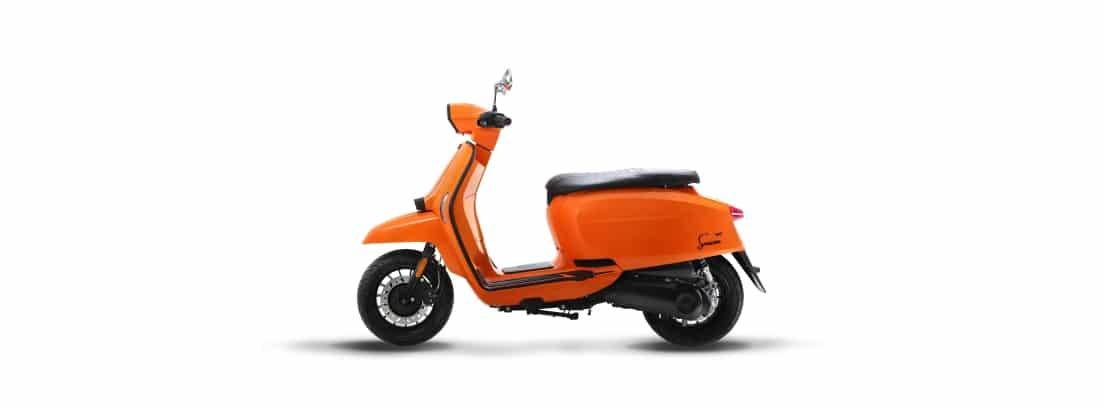 Fotografía de catálogo de Lambretta V-Special 125 en color naranja