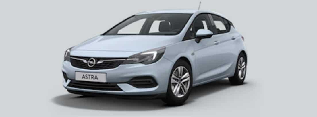 Opel Astra gris aparcado en una calle