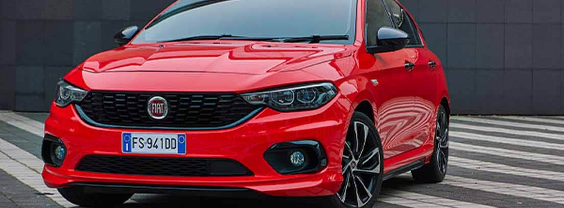 Fiat Tipo en Rojo aparcado en la calle