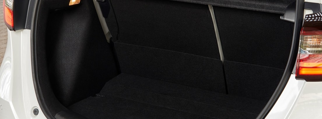 Vista del maletero abierto del Honda Jazz e:HEV