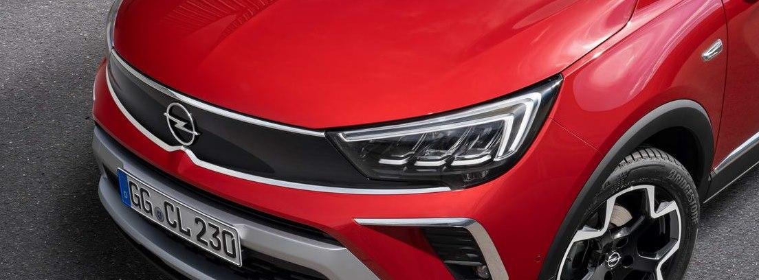 Detalle de la parte delantera del nuevo Opel Crossland rojo