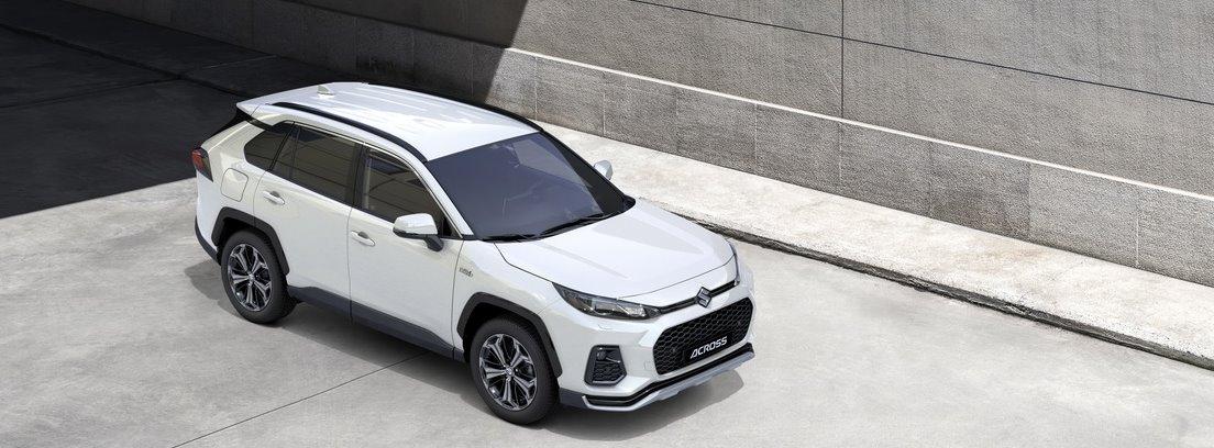 Vista elevada del nuevo Suzuki Across 2021 blanco