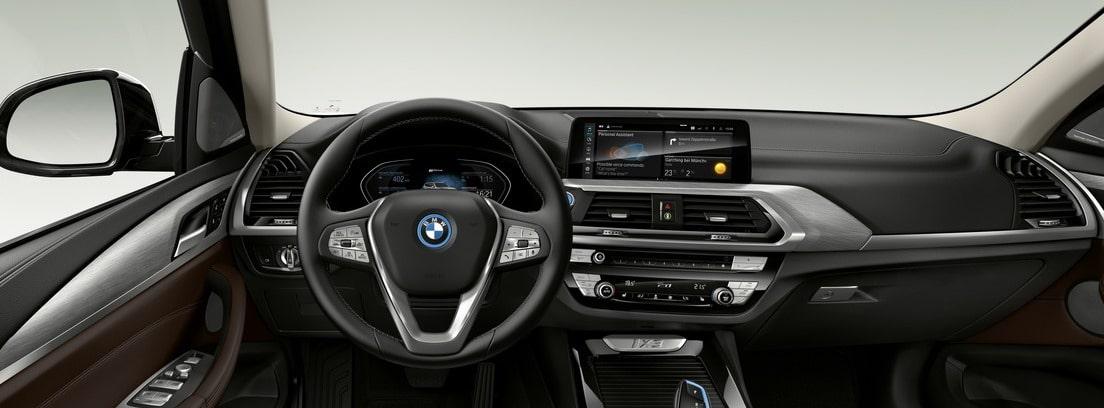 Salpicadero y volante del nuevo BMW iX3