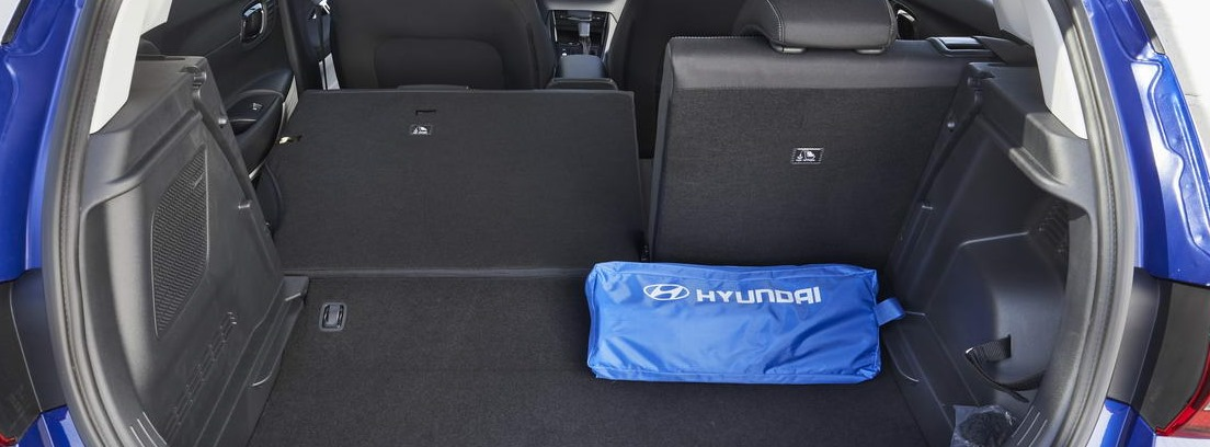 Maletero abierto del nuevo Hyundai i 20 azul
