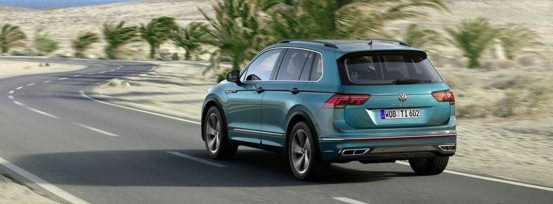 Nuevo Volkswagen Tiguan circulando por una carretera