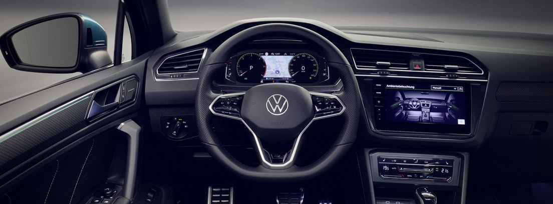 Vista del volante y la consola de info-entretenimiento del nuevo Volkswagen Tiguan