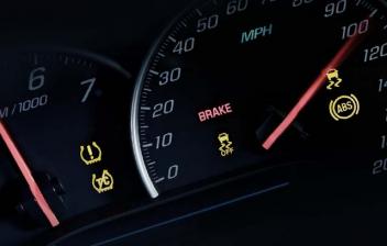 Panel de control del coche con símbolo de ABS