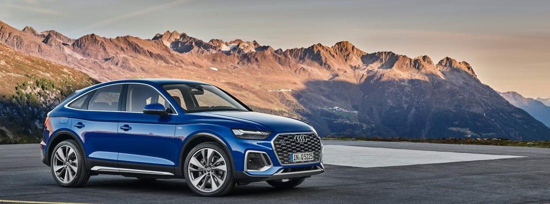 Nuevo Audi Q5 Sportback aparcado con montañas de fondo