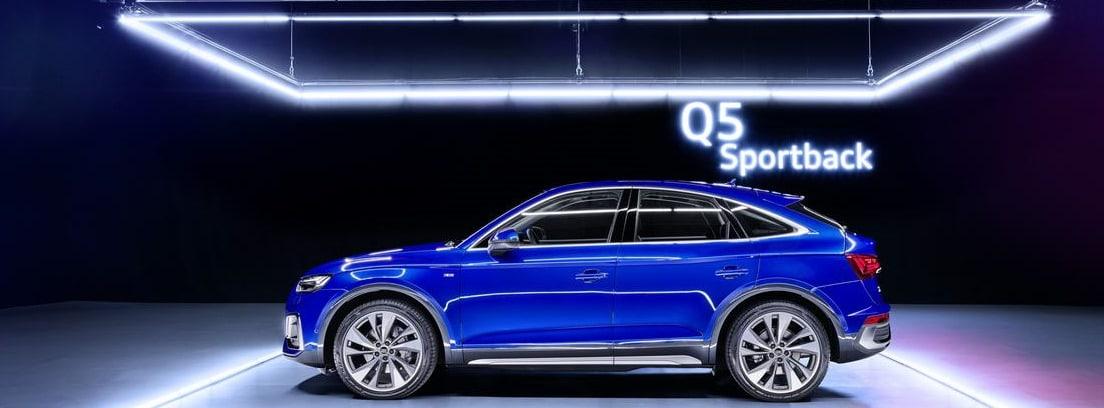 Nuevo Audi Q5 Sportback azul en una exposición