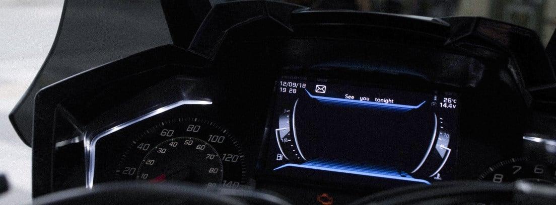 Detalle del cuadro de instrumentos de la Peugeot Pulsion 125 RS