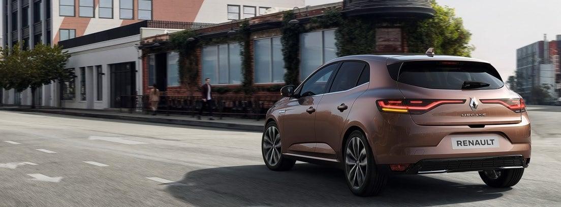 Renault Megane 2020 circulando por ciudad