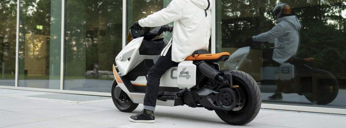 BMW Motorrad Definition CE 04, un scooter moderno y racional de uso urbano