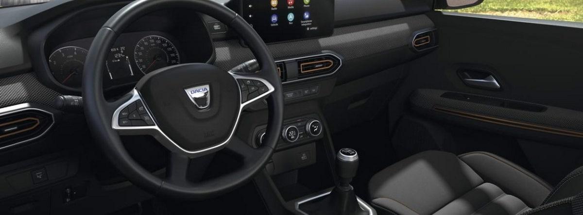 Vista detalle del volante y el salpicadero del nuevo Dacia Sandero 2021