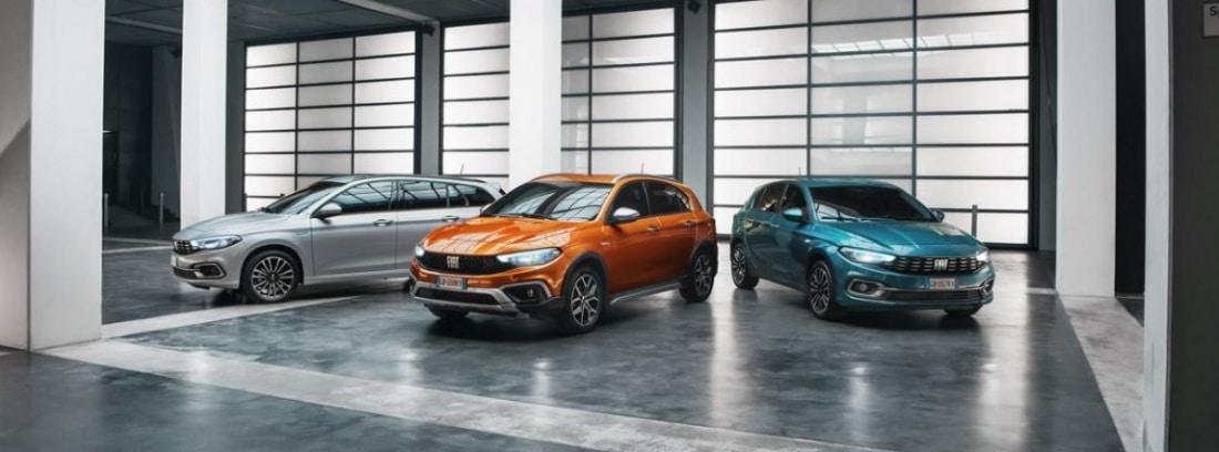 Tres modelos del Fiat Tipo en un concesionario