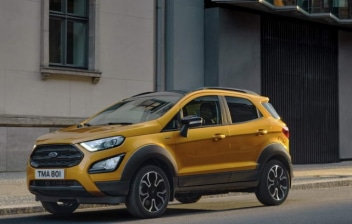 Nuevo Ford EcoSport Active 2021 circulando por una calle