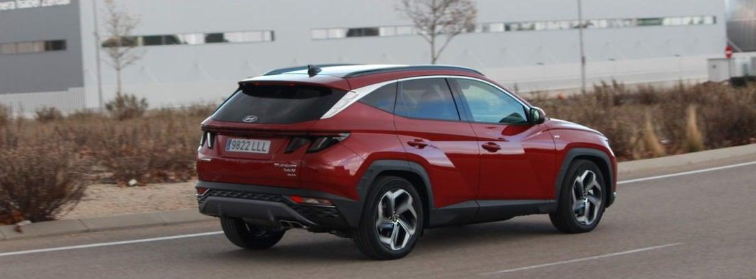 Nuevo Hyundai Tucson 2021 circulando por carretera