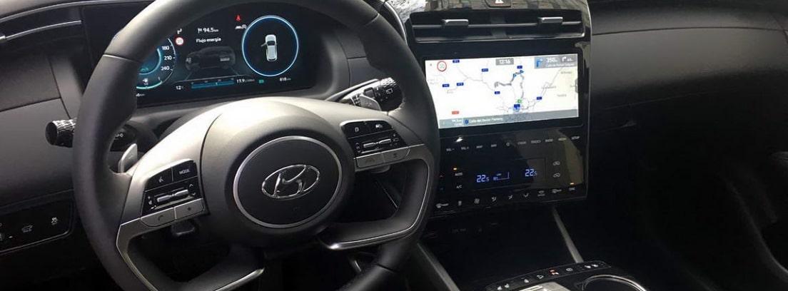 Vista en detalle del volante y la consola central del nuevo Hyundai Tucson 2021