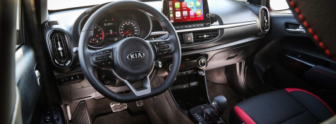 Vista detalle del salpicadero y el volante del nuevo Kia Picanto 2021