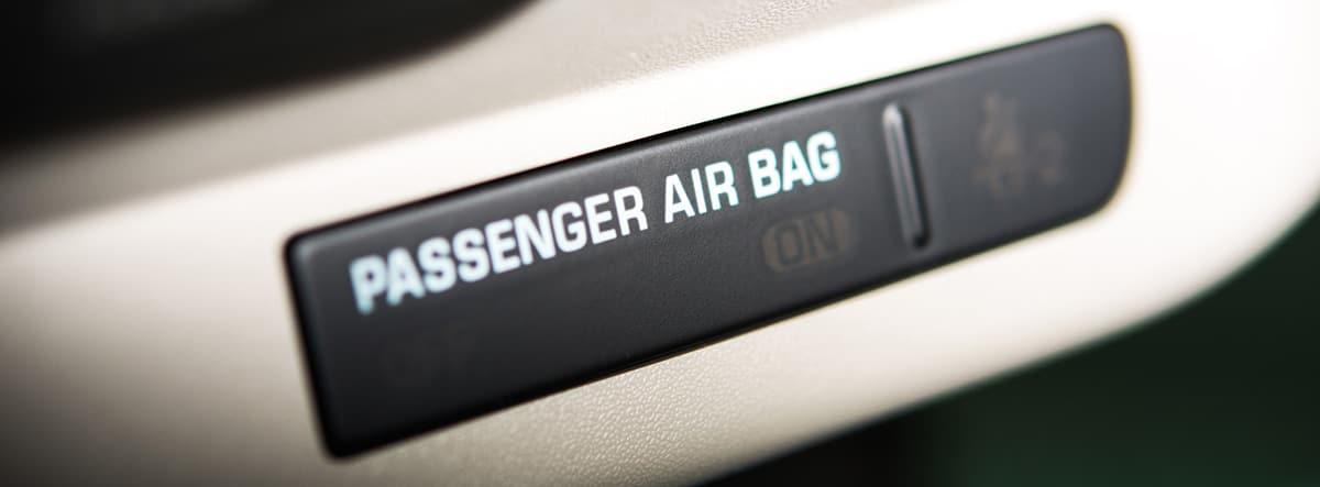 Testigo que muestra el estado del airbag del copiloto