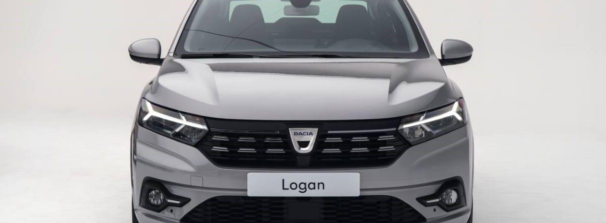 Vista delantera de una imagen de catálogo del nuevo Dacia Logan 2021 plateado