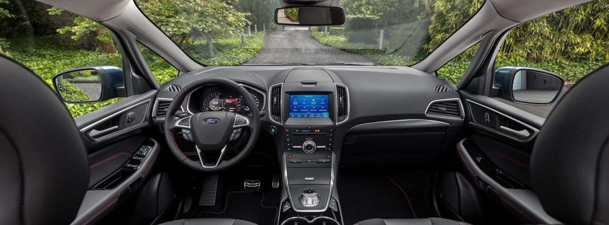 interior del Ford S-MAX Hybrid