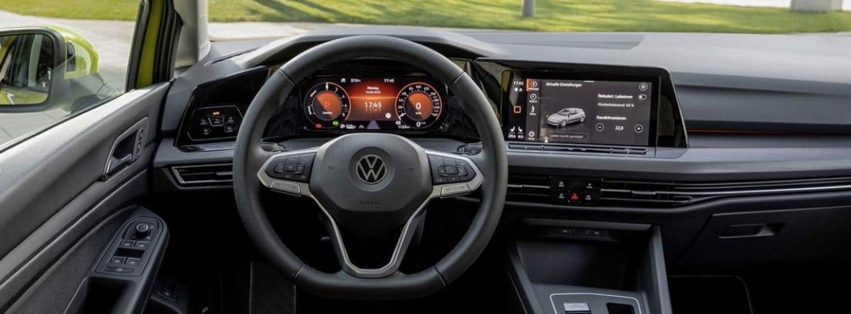 Detalle del volante y el salpicadero del nuevo Volkswagen Golf eHybrid
