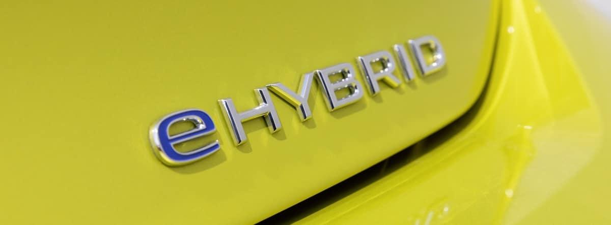 Detalle del distintivo eHybrid del nuevo Volkswagen Golf
